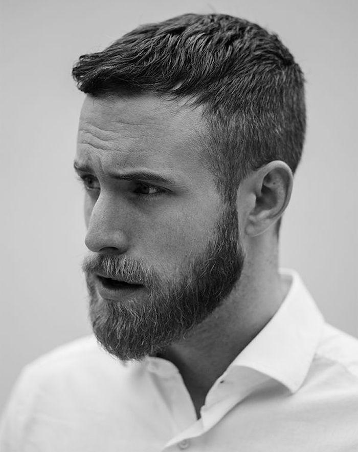 photo barbe taillée mi long trois mois homme barbu avec chemise