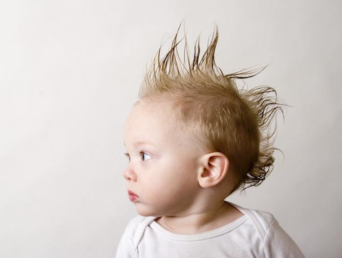 coiffure bébé garçon blond crete punk footballeur