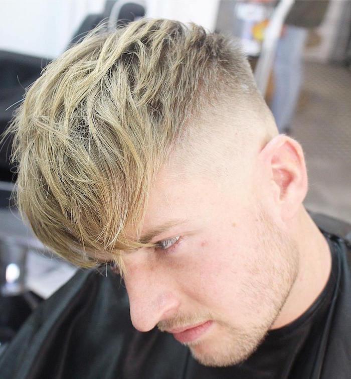 photo coiffure crop homme long dessus avec meche sur le front et cotés courts