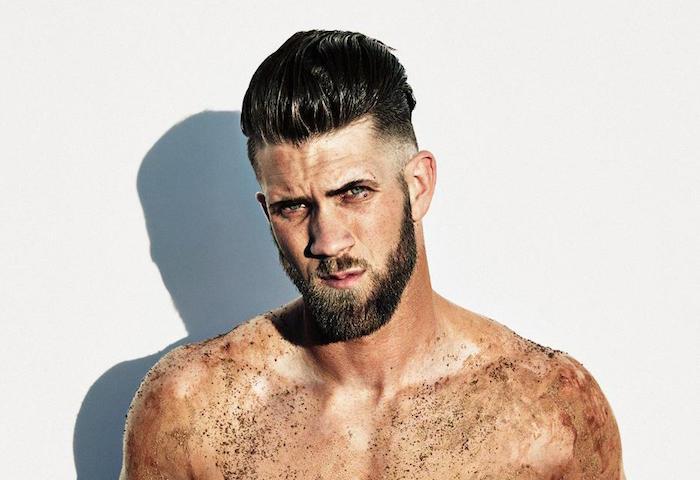 idée coiffure homme tendance cheveux en arrière et coté dégradé
