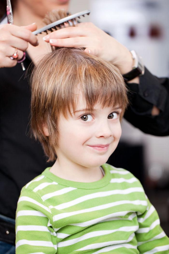 idée coupe de cheveux petit garçon coiffeur enfant coiffure mi long derriere