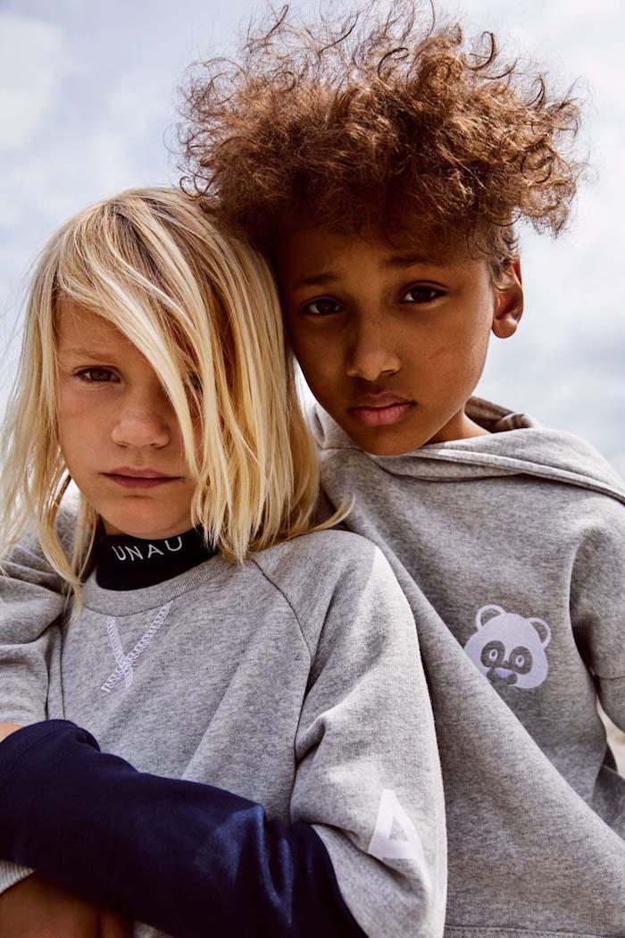 coupe cheveux petit garçon longs blond frisés chatain métisse