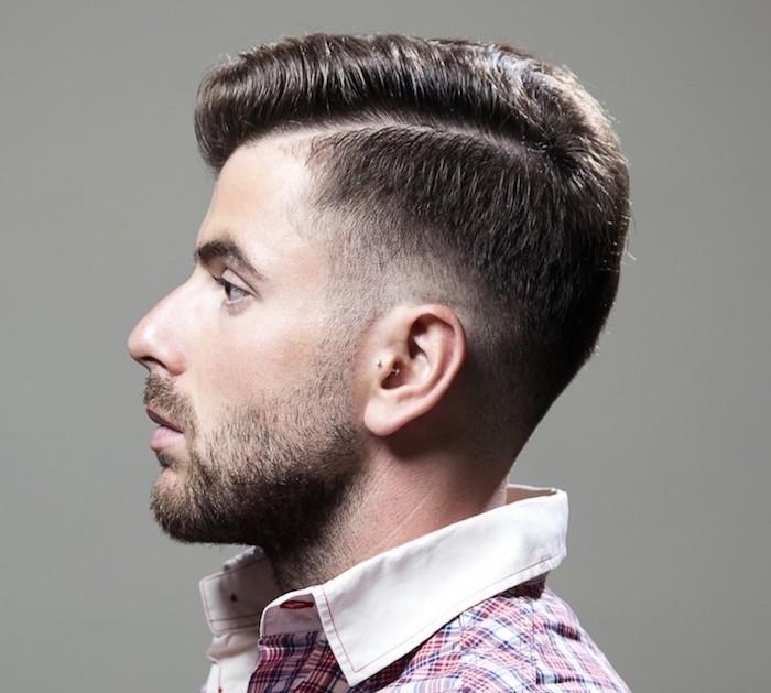 coupe dégradée pour homme a la mode, coiffure sur le coté avec degradé léger progressif