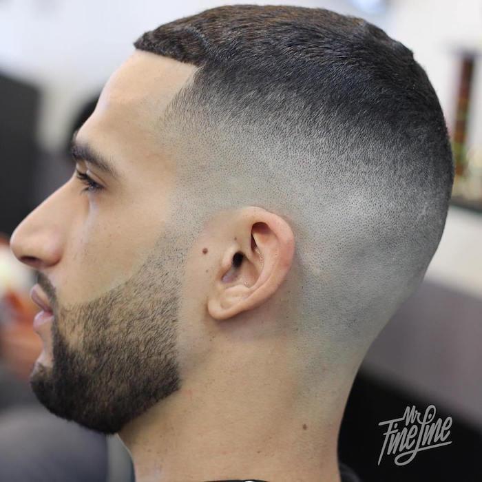 modele coiffure cheveux courts homme, photo dégradé américain haut, homme avec barbe de trois jours