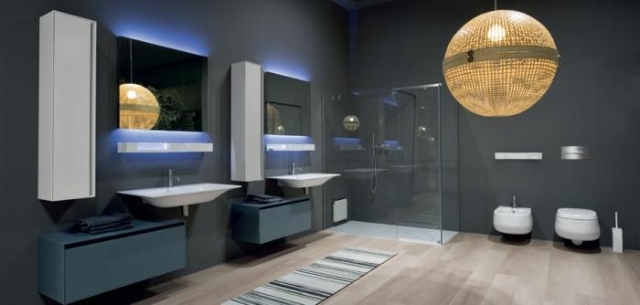 meuble sous lavabo de couleur bleu foncé sans poignées, modèle de miroir avec éclairage intelligent, rangement vertical et moderne blanc