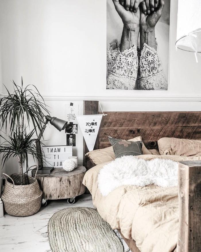 table de nuit rondin de bois finest une jolie table de nuit fabrique avec une simple valise de. Black Bedroom Furniture Sets. Home Design Ideas