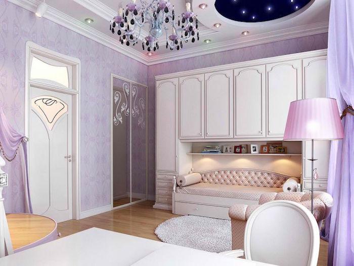 grande chambre retro avec tapisserie mauve, decoration chambre de princesse rose