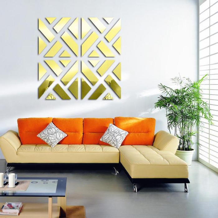 modele sculpture miroir doré, décoration murale sur mur blanc