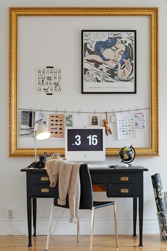 aménagement dans un style féminin, avec des motifs de BD, déco chambre étudiant, bureau noir en style Renaissance, avec des poignées en couleur or, grand cadre de tableau vide pour y mettre des photos et des notes au-dessus du bureau