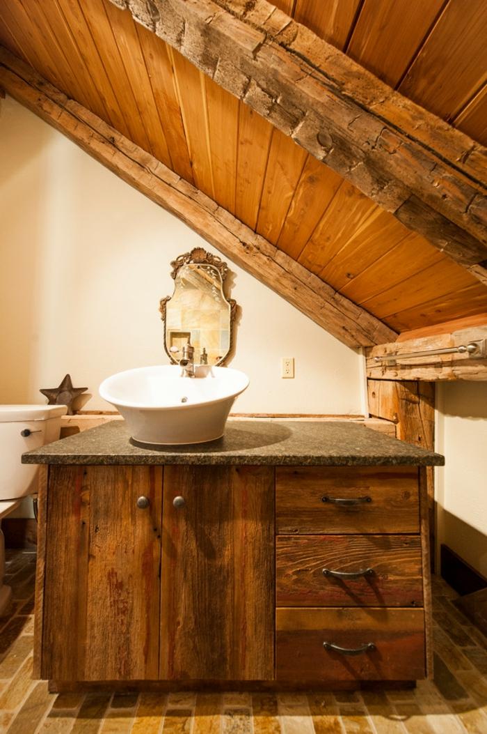 comment décorer une salle de bain mansardee, miroir vintage, meuble vasque en bois