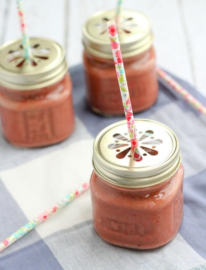 comment faire des smoothies minceur sans lait, recette de smoothie aux framboises et mangue avec de l'eau de coco