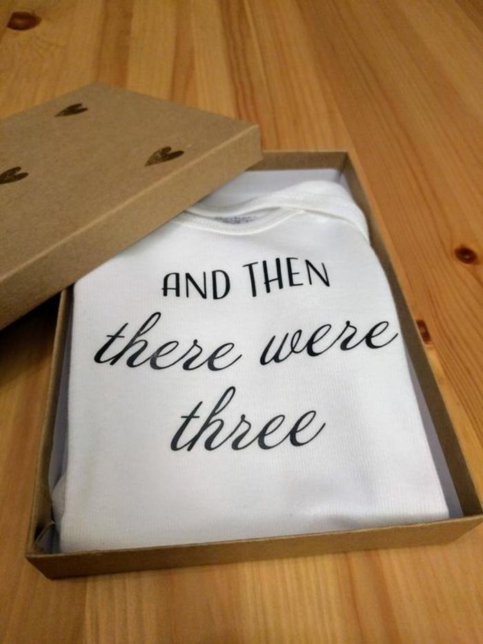 t-shirt dans une boîte de pizza avec un texte touchant et surprenant, comment surprendre son bien aimé