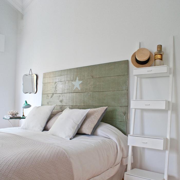 comment fabriquer une tete de lit en bois recyclé pour une déco de chambre à coucher qui fait rêver