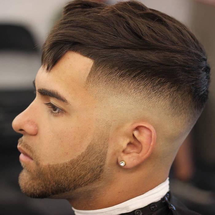 coiffure french crop homme avec dessus en avant et coté en dégradé
