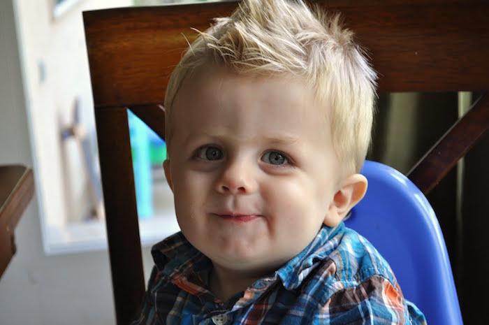 coupe pour garçon un an blond coupe coiffur en crete pour bébé