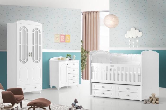 meubles dans la chambre complete bebe aux murs bleus avec plancher et plafond blanc, kit de fauteuil et tabouret moderne de couleur marron