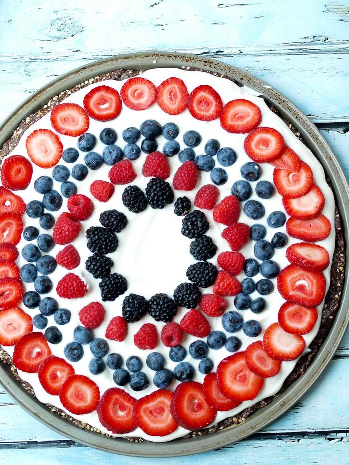 gateau facile et original façon pizza minceur aux fruits rouges et en croûte crue