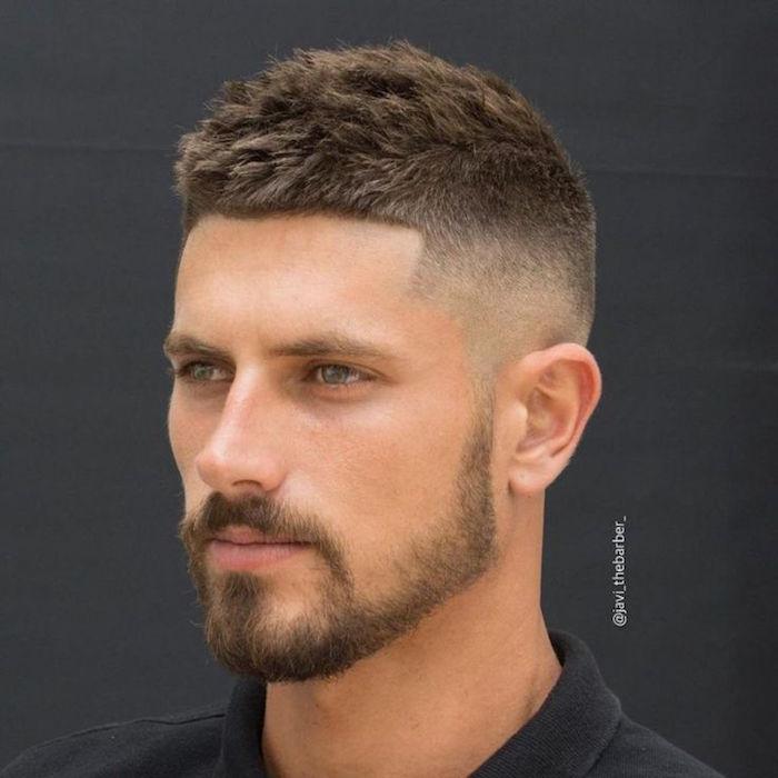 photo coupe de cheveux courte pour homme, coiffure dégradé et long dessus