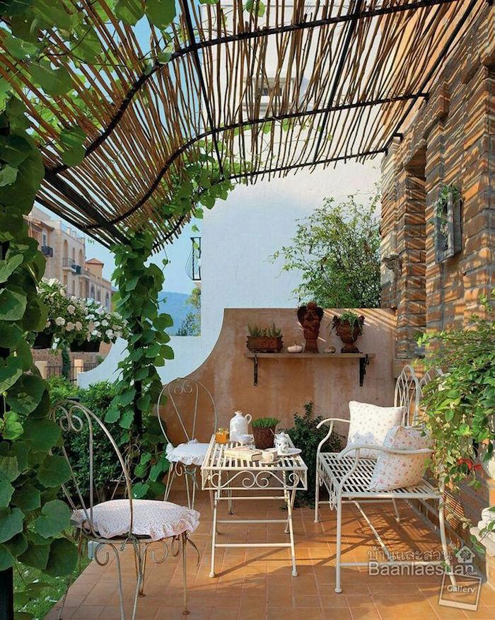 aménager un balcon provencal, décoration de terrasse style provence, deco meuble metal vintage
