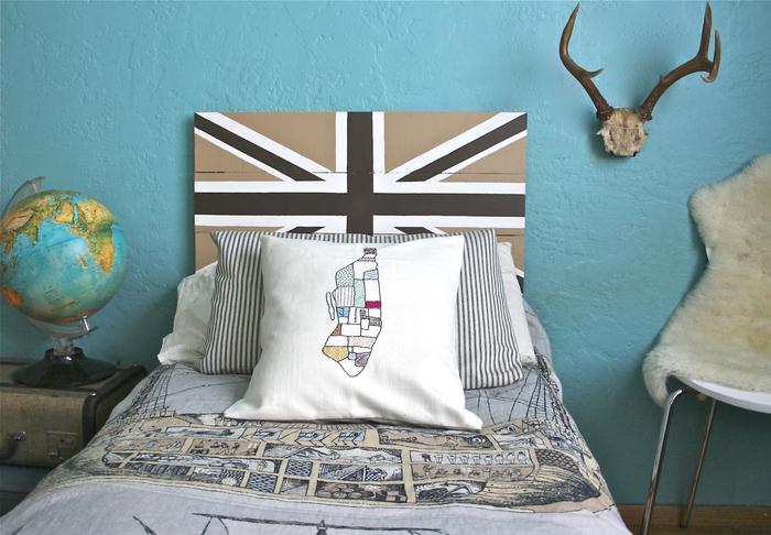 idée de relooking à petit budget de la chambre ado avec une tete de lit peinture à motif drapeau anglais