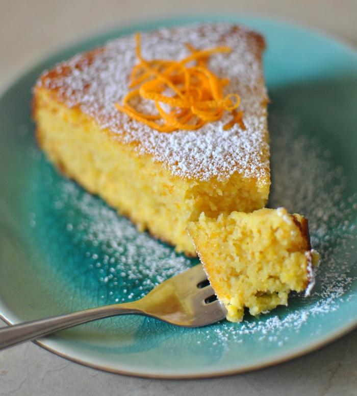 recette de gateau facile et original sans farine parfumé à l'orange et saupoudré de sucre glace