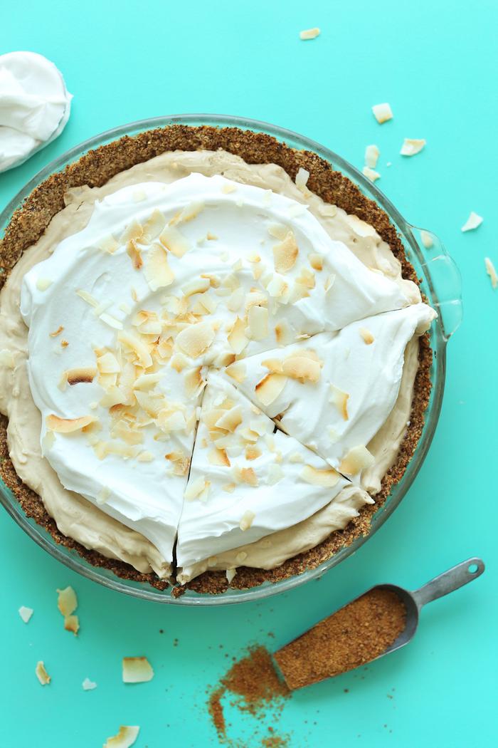 recette diététique de tarte allégé à la noix de coco en croûte de base de flocons d'avoine et d'amandes