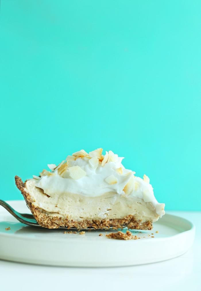 recette vegan de gateau facile et original à consommer après un repas du soir, recette de tarte allégée à la noix de coco