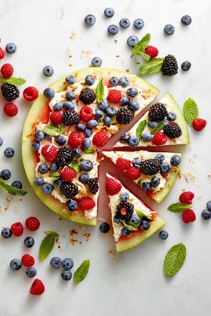 idée originale pour un dessert léger au ricotta et aux fruits rouges et sur tranches de pastèque idéal pour l'été