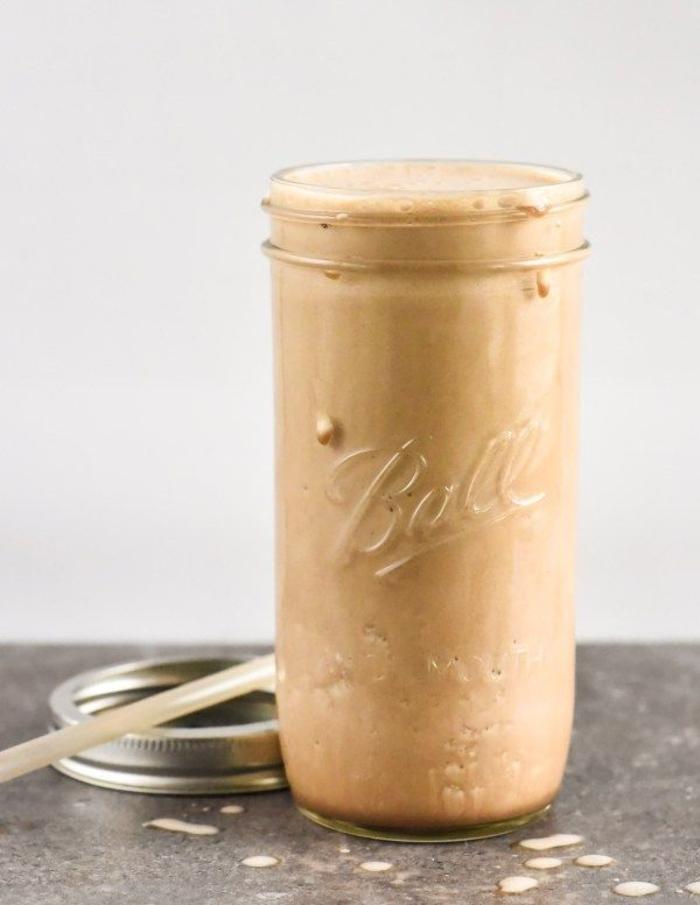 recette smoothie protéiné au café idéal pour un petit-déjeuner sur le pouce