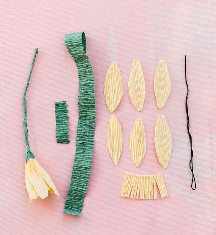 activité manuelle facile et rapide; que faire avec du papier crépon, une couronne printanière de fleurs en papier