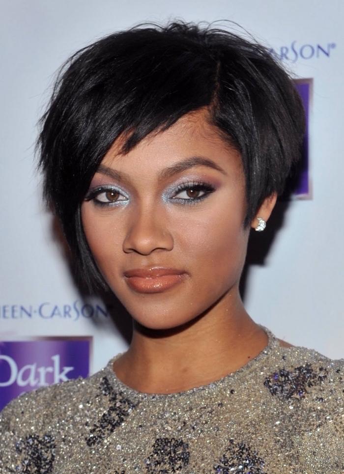 coupe courte femme afro cheveux lisses style carre court asymétrique