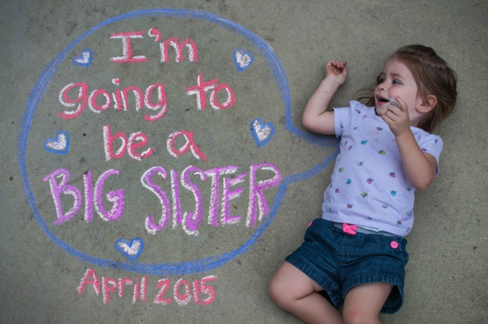 image annonce grossesse, petite fille qui sera une soeur aînée, comment annoncer la bonnne nouvelle