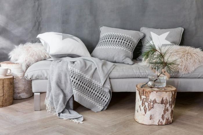 décorer en gris et bois, tabourets troncs d'arbre, parquet chevron, ambiance cosy
