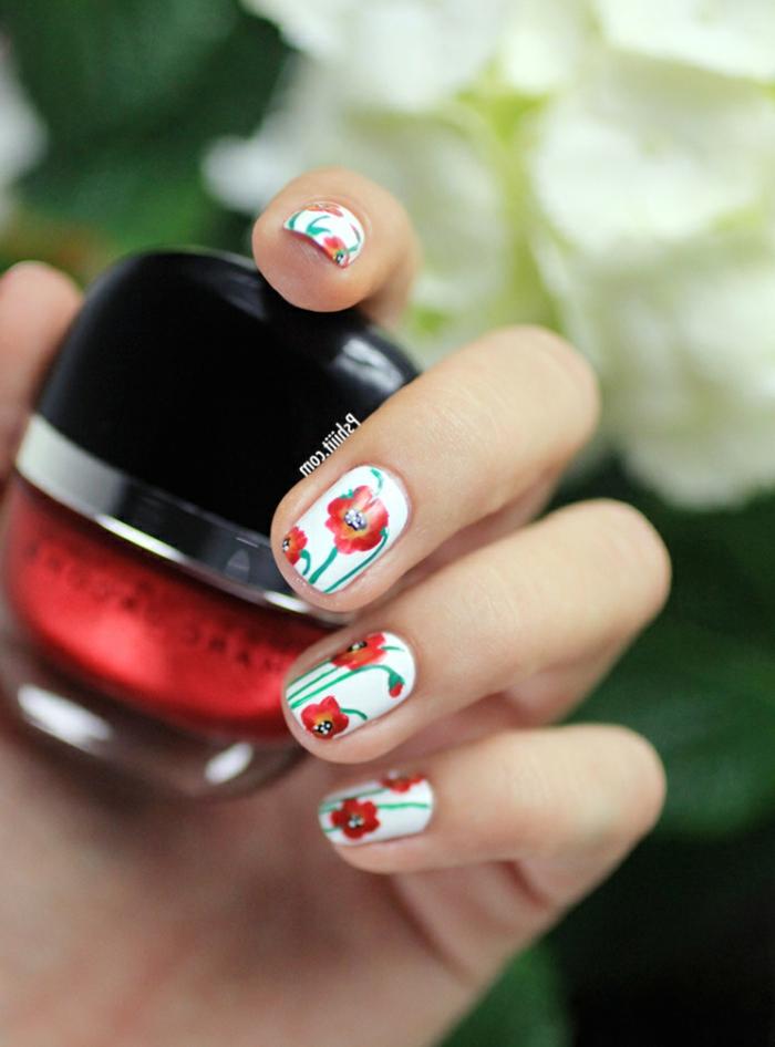 Opi vernis semi permanent kit vernis semi permanent femme design fleurie fleurs rouges sur vernis blanc