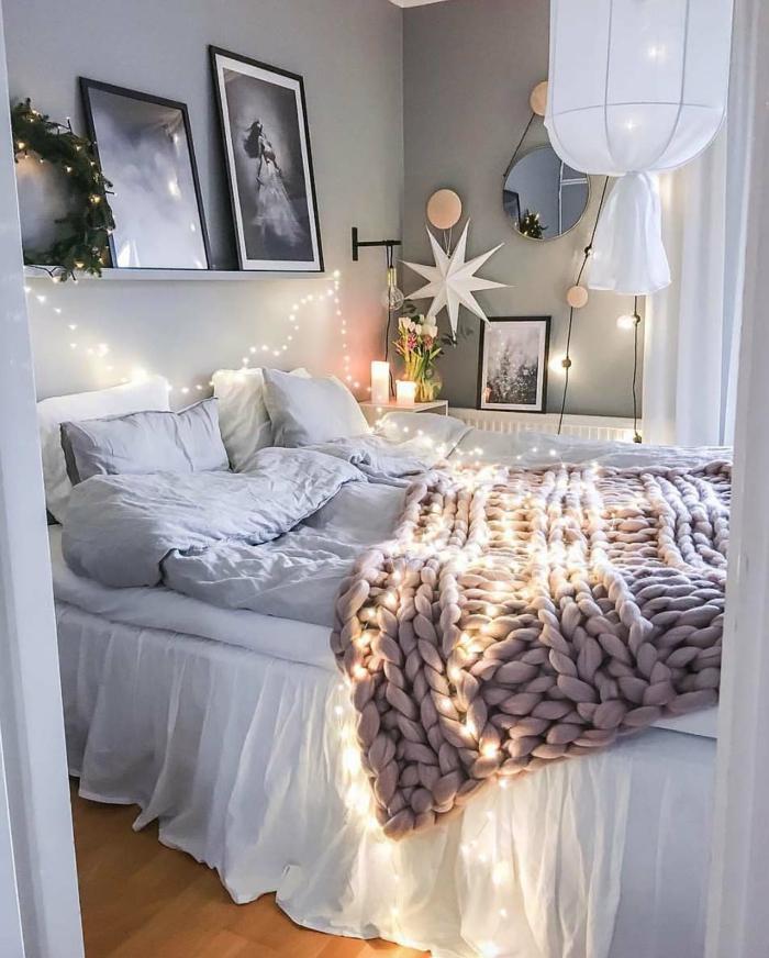 intérieur nordique, plaid grosse maille, tableaux encadrés, plafonnier diy toile blanche