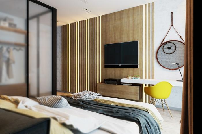 peinture murale blanche, petit bureau blanc, chaise jaune, tv montée murale