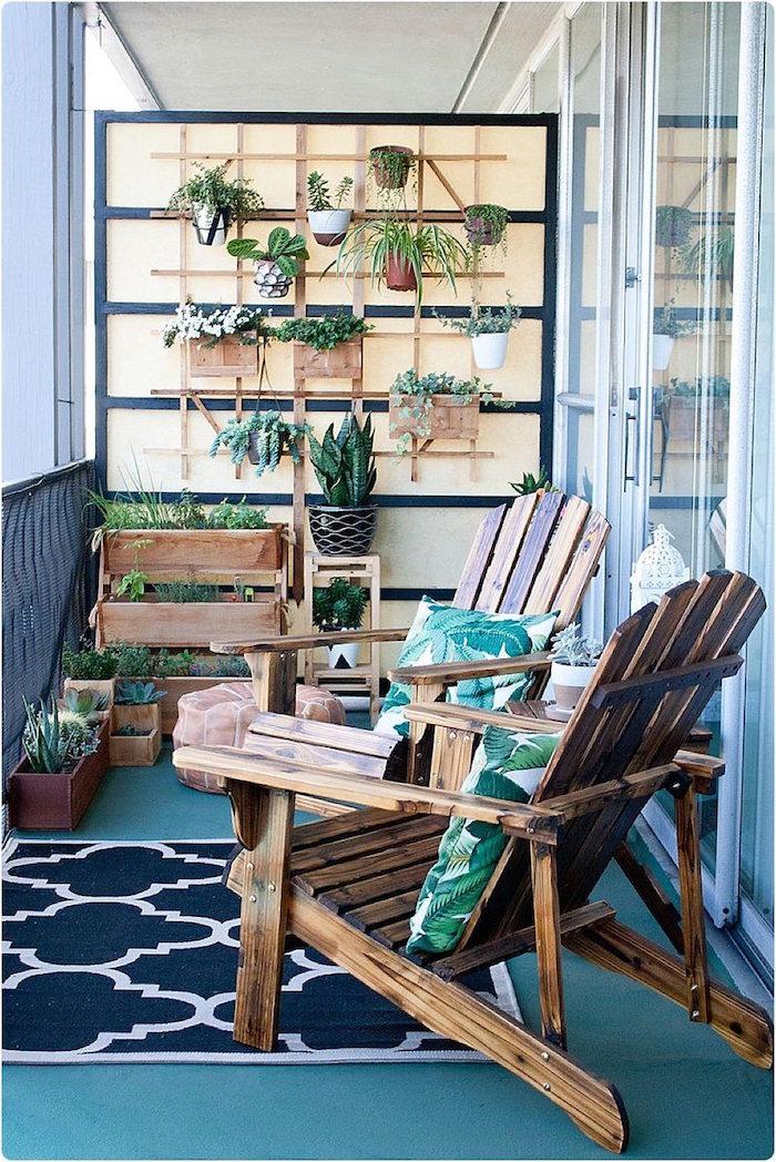 chaise longue en bois pour balcon, jardiniere murale de terrasse, mur vegetal avec pots de fleurs