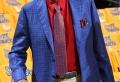 Costume bleu roi, ou comment se forger un look majestueux