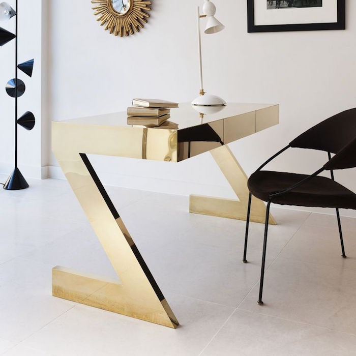 table design en or, exemple mobilier de luxe doré, bureau luxueux contemporain en z