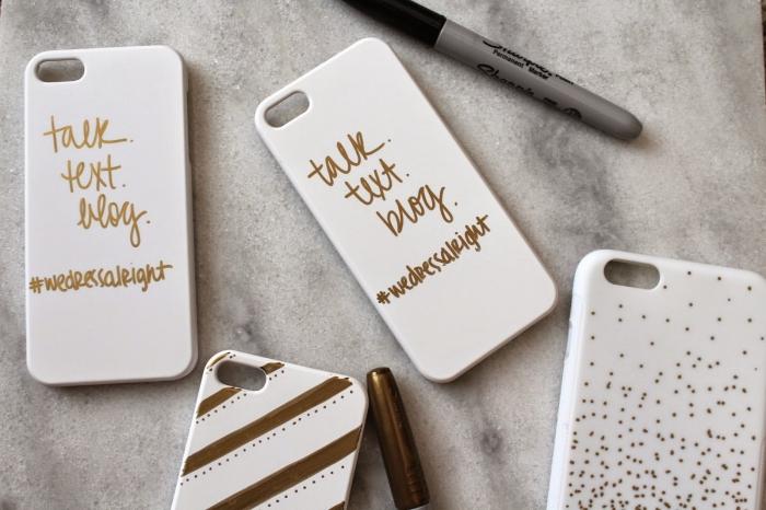 modèles de coque de telephone blanche décorés avec lettres et mots inspirant à design doré et motifs géométriques