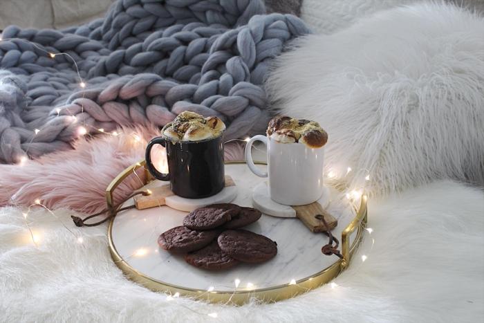 se sentir à l'aise chez soi, textiles moelleux, biscuits faits maison, intérieur chaleureux