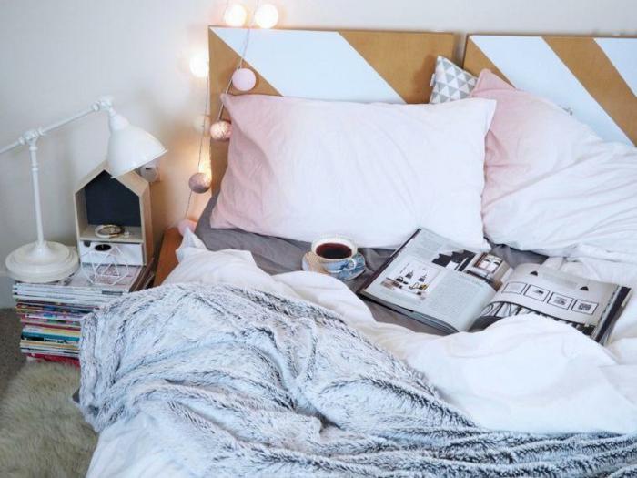 coussins roses, guirlande lumineuse, lampe de table blache, plaid fausse fourrure gris, déco chambre adulte couleurs pastels