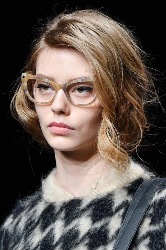 lunette de vue, quelle lunette pour quel visage, en jaune, noir, blanc et gris, style tortoise, élégance sophistiquée