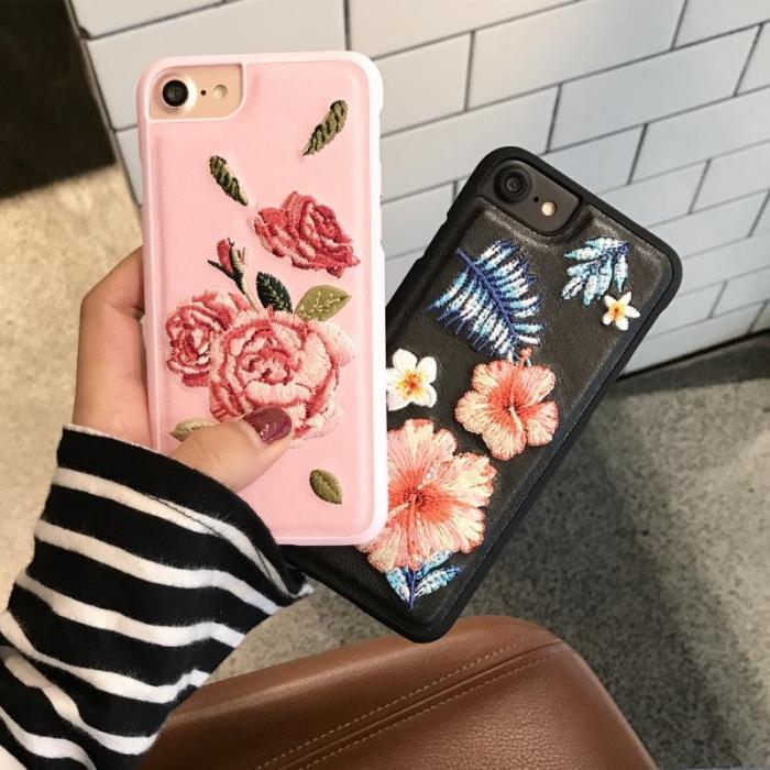 comment décorer son portable avec broderie à design florale, coque personnalisé avec fleurs rose et feuilles bleues