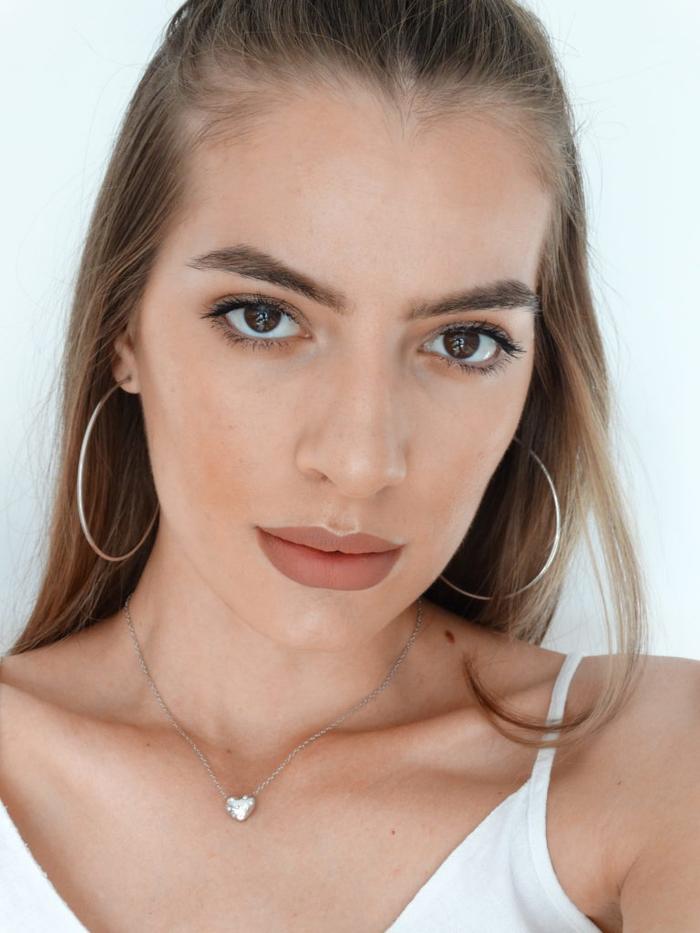 conseil maquillage des sourcils pour un joli effet naturel en harmonie avec le maquillage aux tons nude