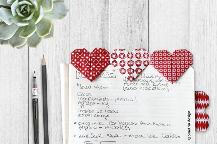 comment faire des origami marque-pages originaux en forme de coeur origami aux motifs imprimés graphiques