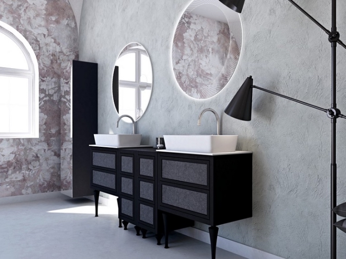 revêtement mural en papier peint résistant à eau et à design floral beige et rose poudré, meuble sous lavabo en noir mate et gris anthracite