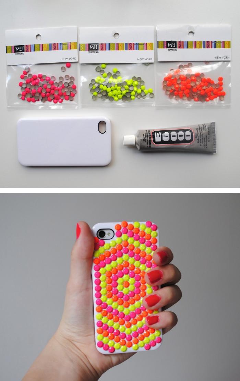 matériaux pour faire une décoration facile en couleurs vives sur une coque de téléphone blanche avec strass et colle