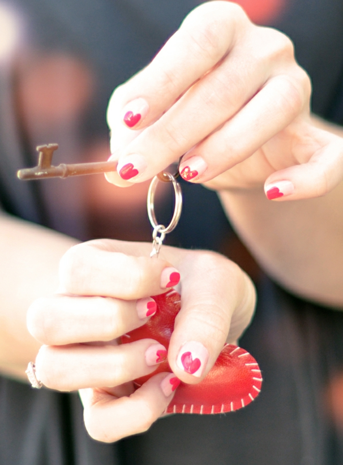 Pose de vernis semi permanent vernis semi permanent opi Saint Valentin manucure