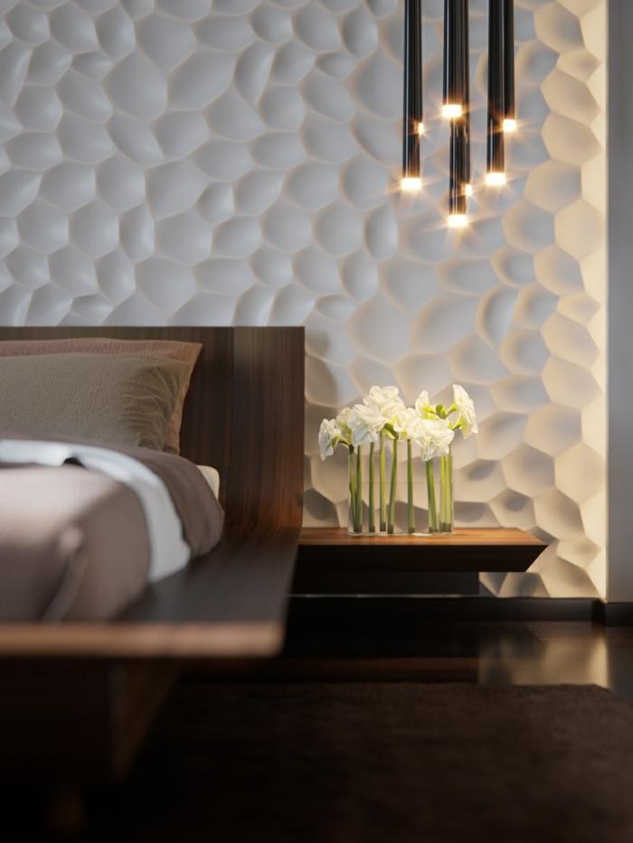 lampes modernes, suspensions luminaires, chevet en bois, lit plateforme en bois, mur reliefé
